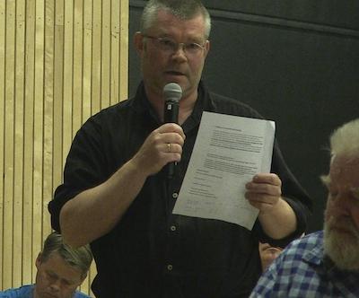 Bjørn Olav Haukelidsæter under folkemøtet i Dalen 2015