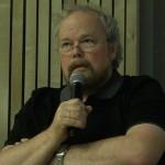 Morten Kraabøl legger fram sitt personlige syn på folkemøtet