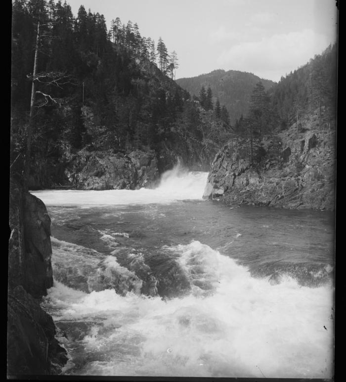 Helvetesfossen foreviget i 1899.